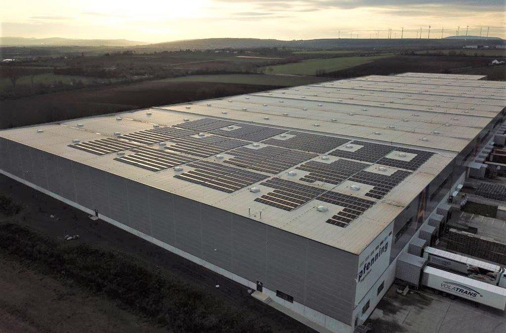 Bei pfenning logistics entsteht ein Solardachkomplex von über fünf Megawatt