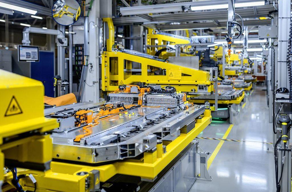 Mercedes-Benz und GROB starten Batterie-Kooperation