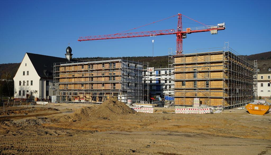 Collegium Academicum feiert Fertigstellung des Holz-Rohbaus