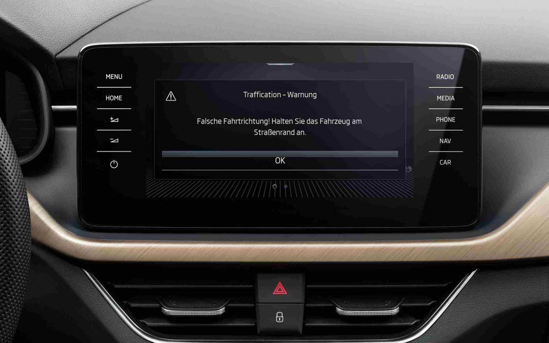 ŠKODA-Fahrzeuge serienmäßig mit Falschfahrerwarnung