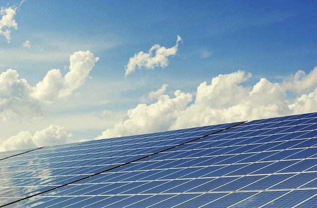 Erneuerbare deckten 2020 gut 46 % des Stromverbrauchs